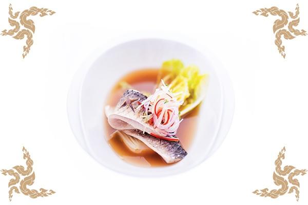 Tom-Som-Poached-Mullet-in-Thai-Herb-Broth600