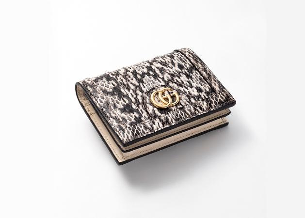 25715d1c1ff5 2019年の幕開けは、最愛ブランドの財布から! Vol.2 二つ折り財布19